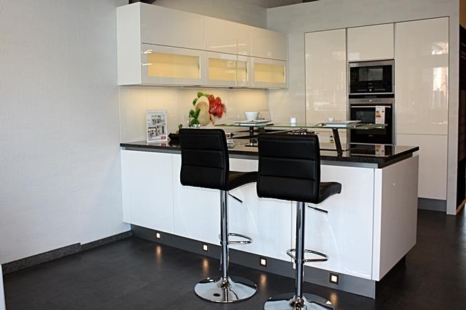 Küche küche weiß hochglanz grifflos : Küchenstudio Niederrhein ...